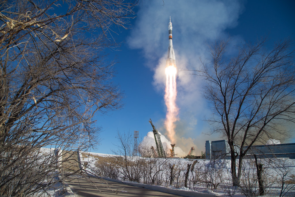 Expedition 54 Launch (NHQ201712170009)