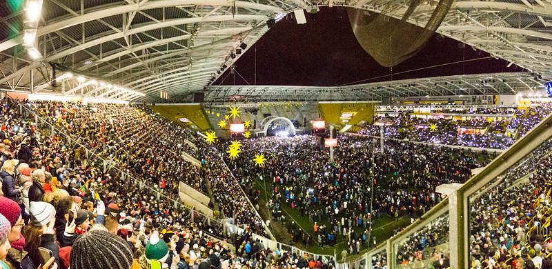 Der Dresdner Kreuzchor im Stadion
