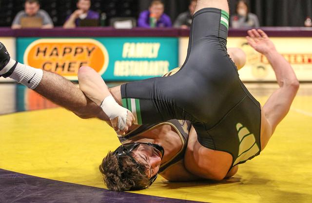 149: Justin Haneke (SMSU) Fall over Frank Yattoni (UWP) 5:49 | SMSU 12- UWP 7 - 180106amk0021