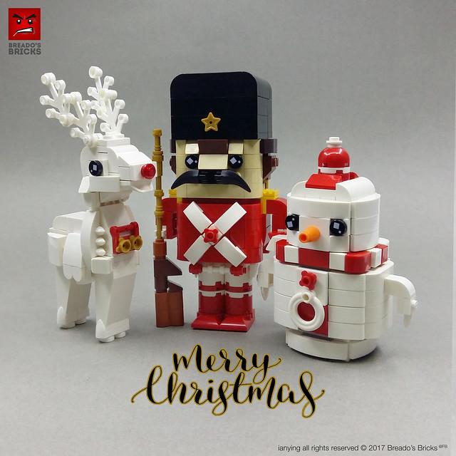 Joli renne blanc, soldat et bonhomme de neige rigolo