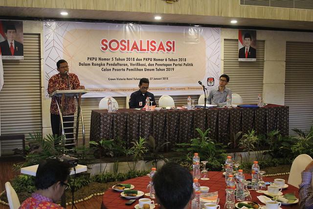 Ketua KPU Tulungagung Suprihno saat memberikan sambutan dalam pebukaan Sosialisasi PKPU Nomor 5 Tahun 2018, dan PKPU Nomor 6 Tahun 2018 di Crown Victoria Hotel Tulungagung (27/1)