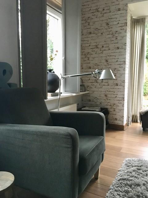 Fauteuil schoonmetselwerk behang