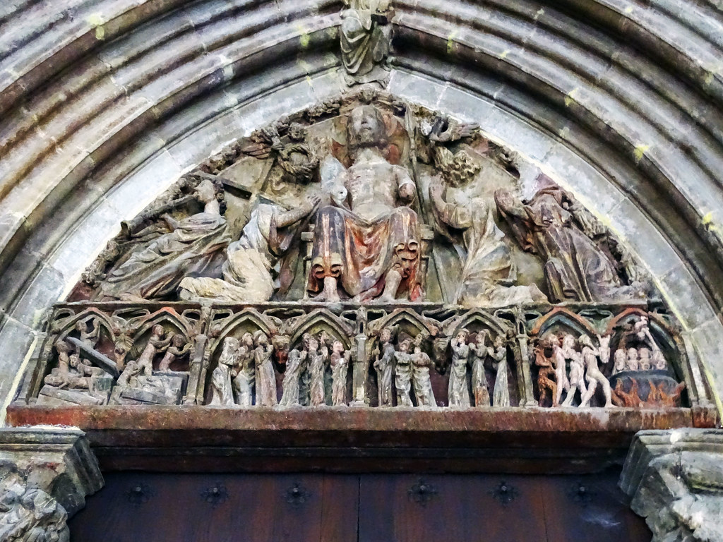 Portada timpano Iglesia de San Saturnino o San Cermin Pamplona