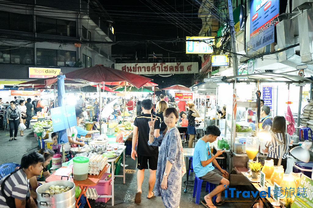 曼谷夜市推荐 查龙四夜市Chok Chai 4 Night Market (1)
