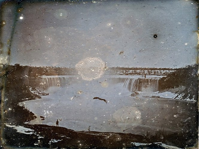 Daguerrotype_of_Niagara_Falls_by_Hugh_Lee_Pattinson_1840