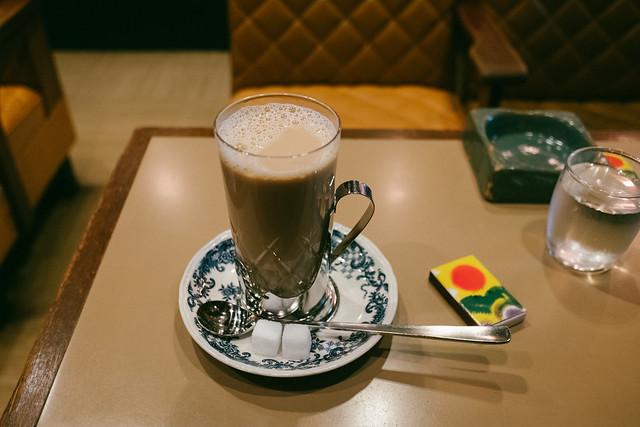 六曜社のミルクコーヒー 2017/12/30 X7009975