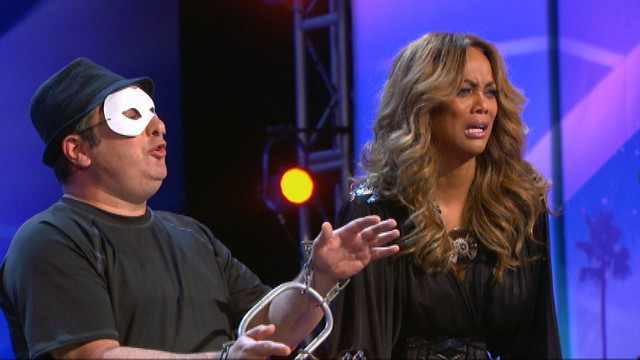 AGT_MAN OF MYSTERY  with Tyra Banks