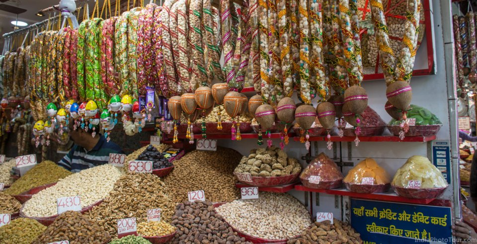 A walk in spice market