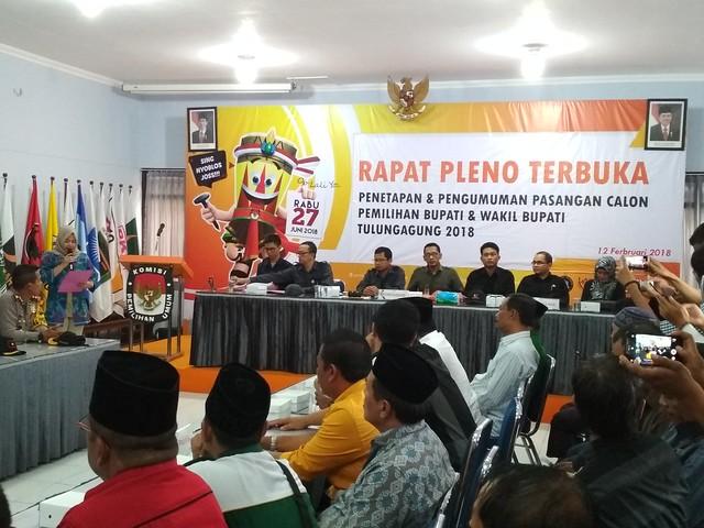 Suasana Rapat Pleno Terbuka KPU Tulungagung dalam Penetapan dan Pengumuman Pasangan Calon Bupati dan Wakil Bupati Tulungagung 2018 di Media Center KPU Tulungagung (12/2)