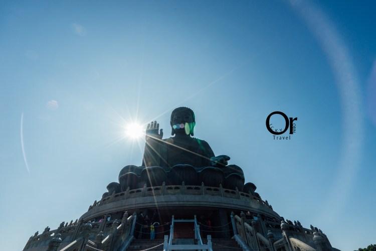 香港景點 搭乘昂坪纜車來欣賞天壇大佛吧,在空中看見大佛的身影及遼闊大海