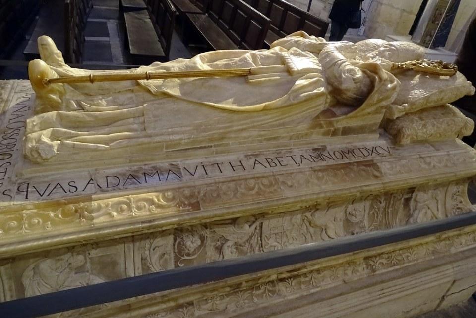 Catedral de Burgos Capilla de la Concepción o Santa Ana Sepulcro del obispo Luis de Acuña y Osorio 01