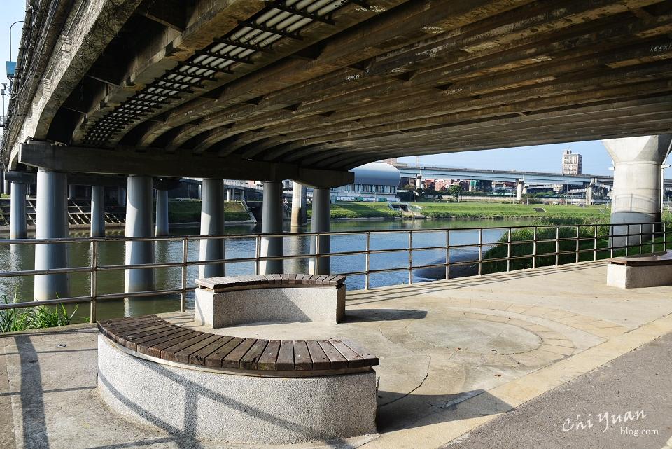 基隆河畔自行車道14.JPG