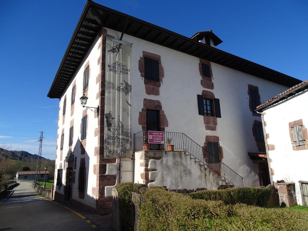 Navarra Zugarramundi edificio del Museo de las Brujas, antiguo hospital
