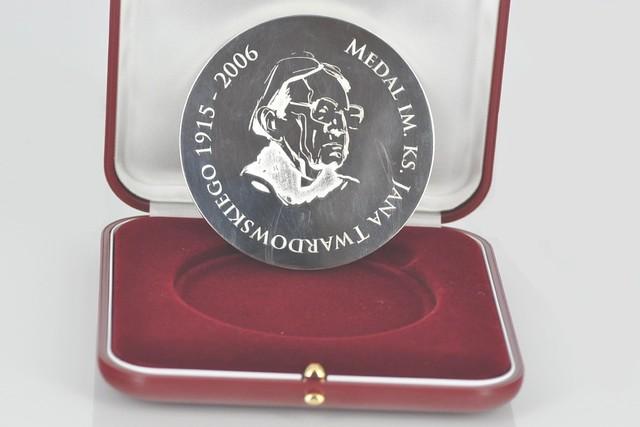 Medal posrebrzany ks.J. Twardowski
