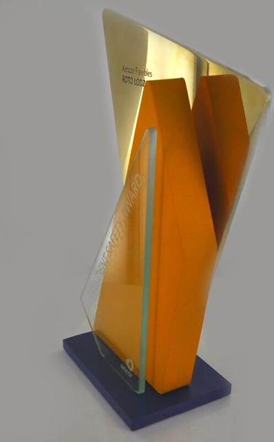 Statuetka_z_aluminum_szkla_i_mosiadzu