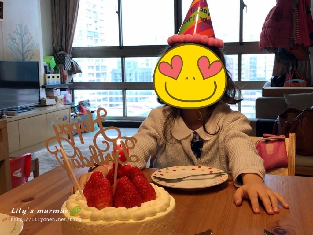 圖說:小妮在我們唱生日快樂歌時,居然紅了眼眶...