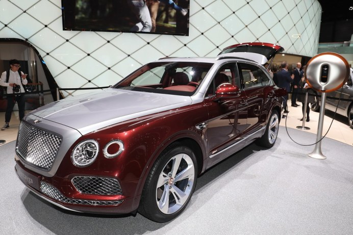 Bentley-Bentayga-Hybrid-12-1