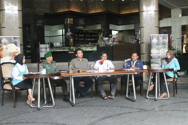 Dari kiri (Letda Inf Khoirudin Danunit Intel Kodim 0807, Ketua Panwaslu Endro Sunarko, Kasatreskrim AKP Mustijat Priyambodo, Ketua KPU Suprihno, M.Pd) saat menghadiri acara