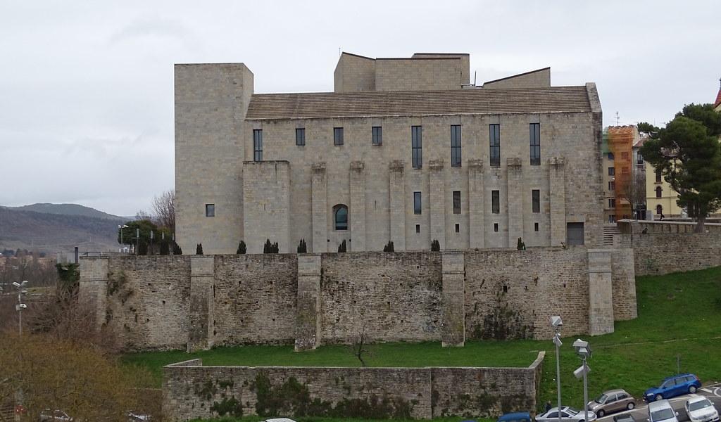Archivo Real y General de Navarra fachada exterior Pamplona 05