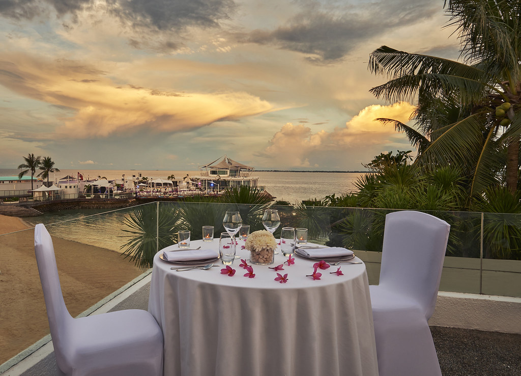 Romantic sunset dinner at the terrace of Spa del Mar