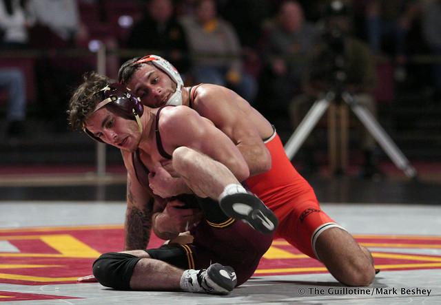 125: #4 Nick Pinccininni (Oklahoma State) dec. #5 Sean Russell (Minnesota) 3-0. 181118AMK0016