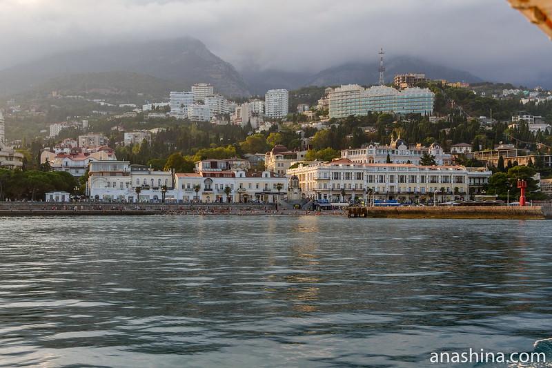 Ялтинская набережная и Ялта, Крым
