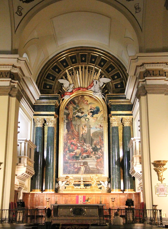 Interior iglesia San Ginés de Arlés Madrid