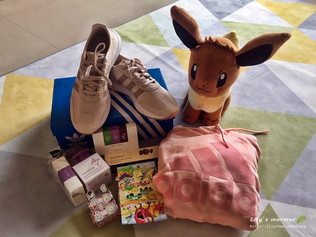 前面貼滿貼紙的小盒子就是可愛小妮送我的禮物(笑)。