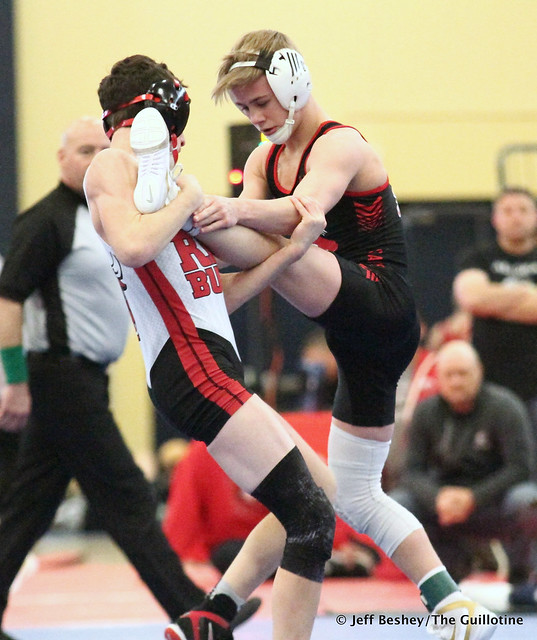 113 Semifinal - Paxton Creese (Shakopee) 14-0 won by major decision over Lucas Jagodzinske (Farimont) 6-2 (MD 16-7). 181215AJF0151