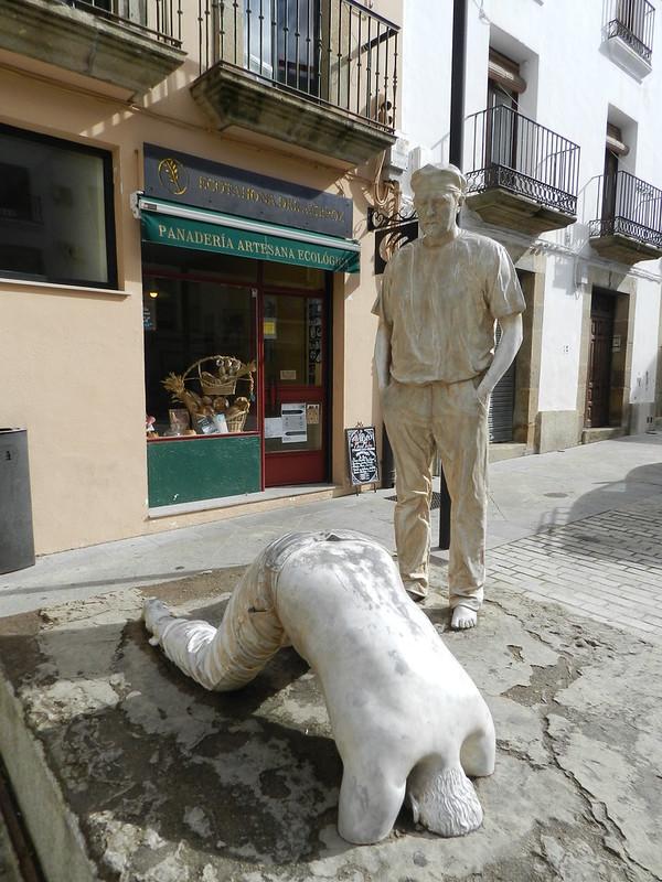 Escultura Escena 3 escultores Antonio y Carlos Moran Plaza de Ansano Plasencia Caceres