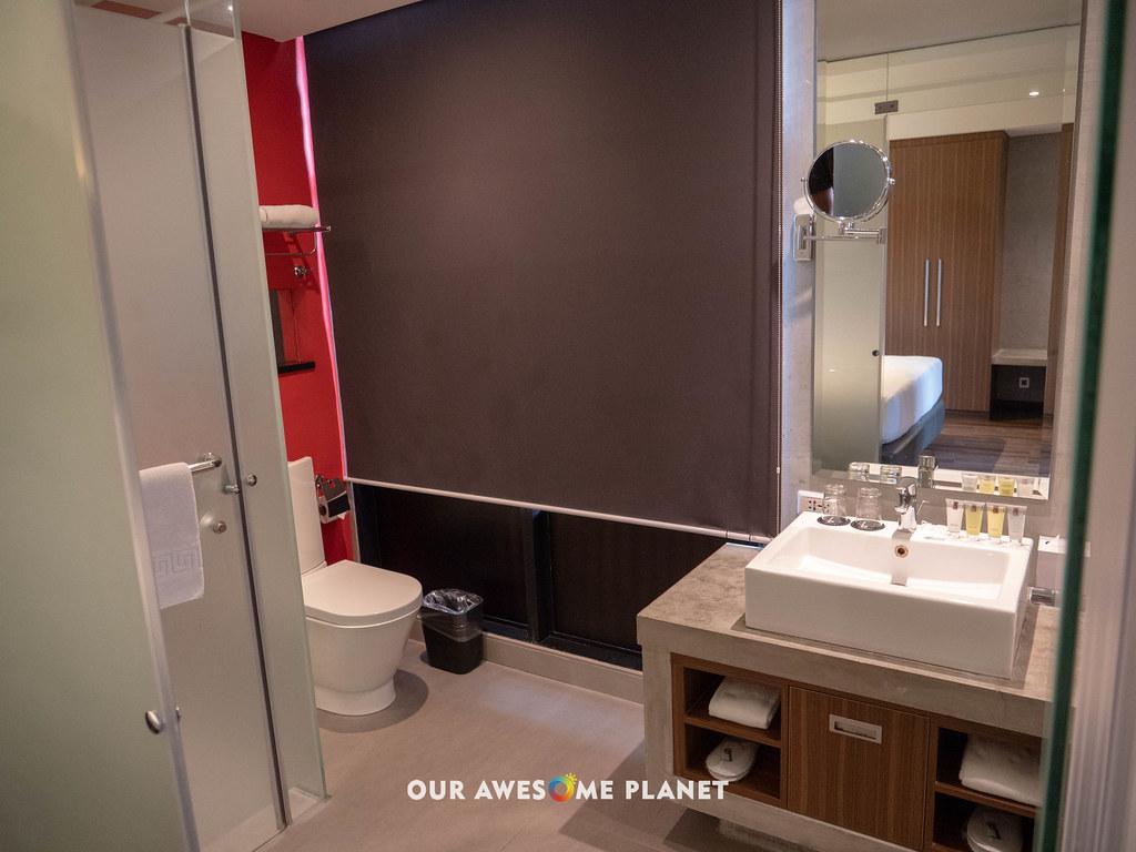 B Hotel Room 801-5.jpg