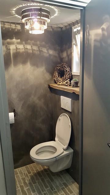 Waaltjes toilet kalkverf landelijk sober