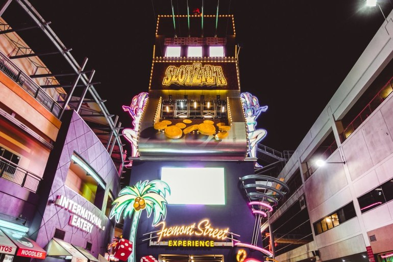 Girls Guide: How to Spend 4 Days in Las Vegas - Las Vegas Guide, Las Vegas Girls Guide, Girls Trip Las Vegas | Wanderlustyle.com