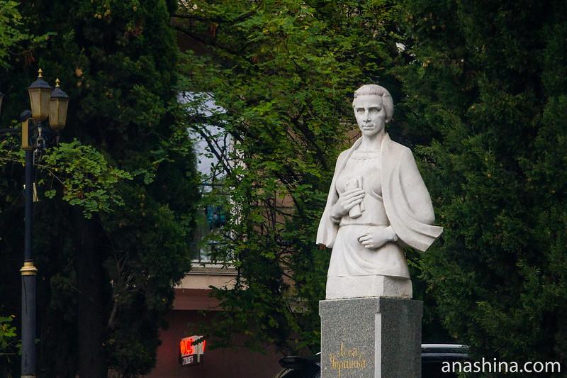 Памятник Лесе Украинке в Балаклаве, Крым