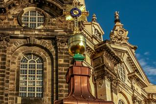 Turmkreuz vor der Frauenkirche