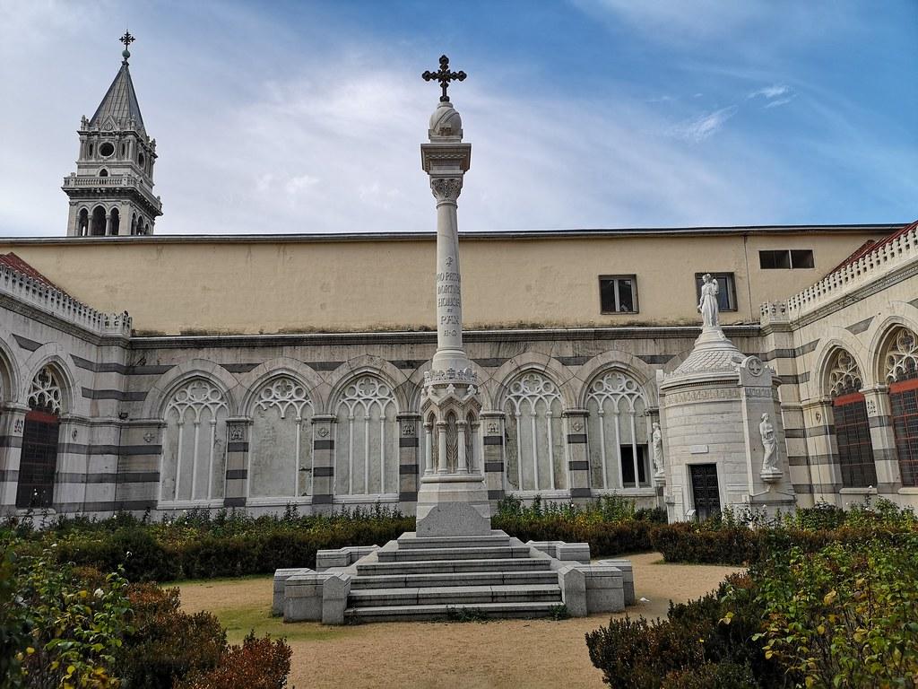 Patio del Panteón de Hombres Ilustres en Madrid