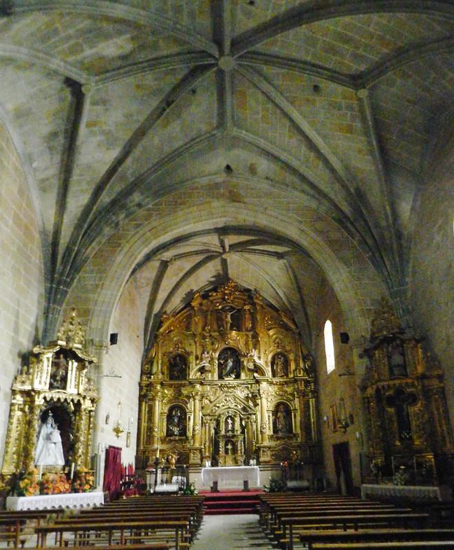 altar mayor retablo interior Iglesia de nuestra señora de la Asuncion Malpartida de Caceres Cáceres 01