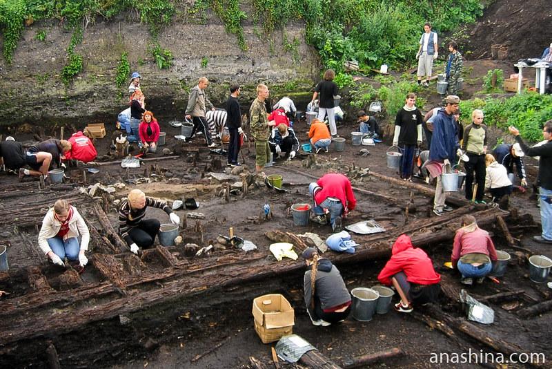 На раскопе Дома викингов в Старой Ладоге в 2008 году