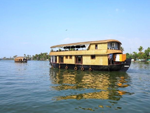 Barco por las backwaters