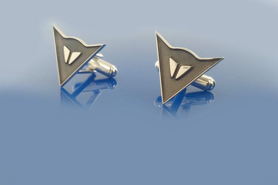 srebrne spinki do mankietów, grawerowane i oksydowane