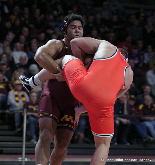 285: #5 Gable Steveson (Minnesota) dec. #3 Derek White (Oklahoma State) 8-2. 181118AMK0222