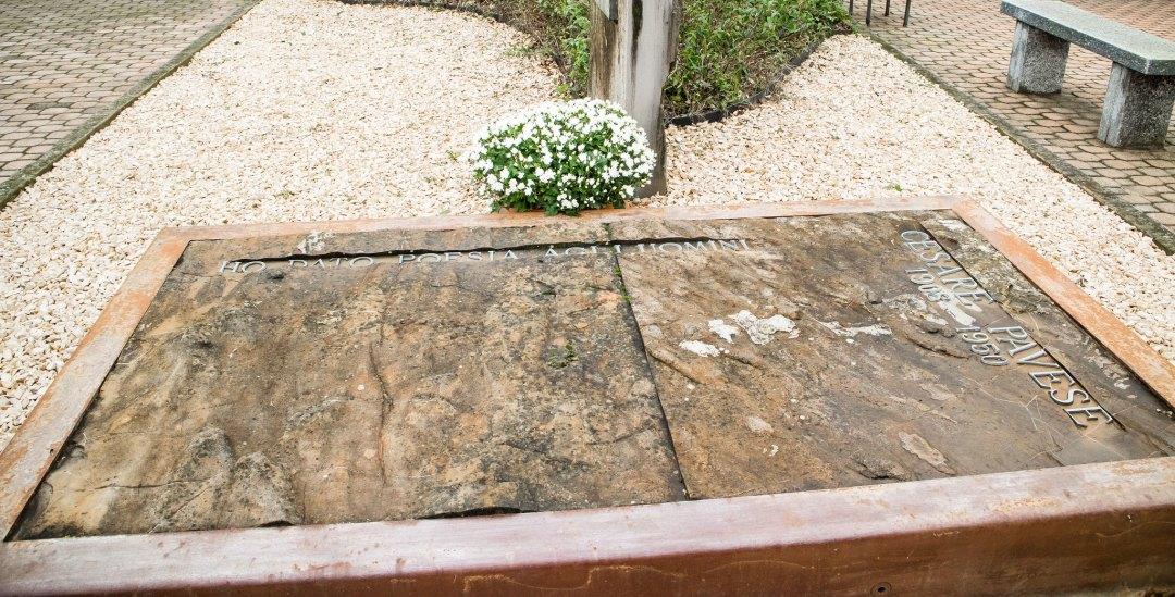 Tomba di Cesare Pavese