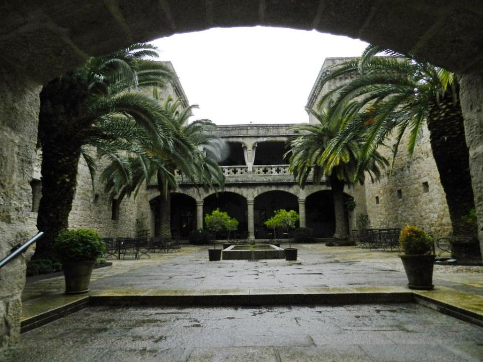 patio Castillo palacio de los Condes de Oropesa parador de turismo de Carlos V Jarandilla de la Vera Caceres 01