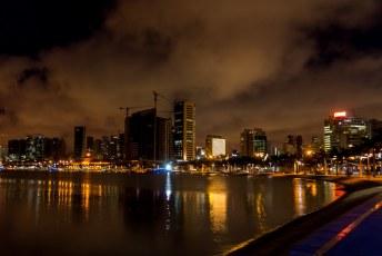 Na weer een drukke dag was het tijd voor een bakkie in de baai van Luanda.