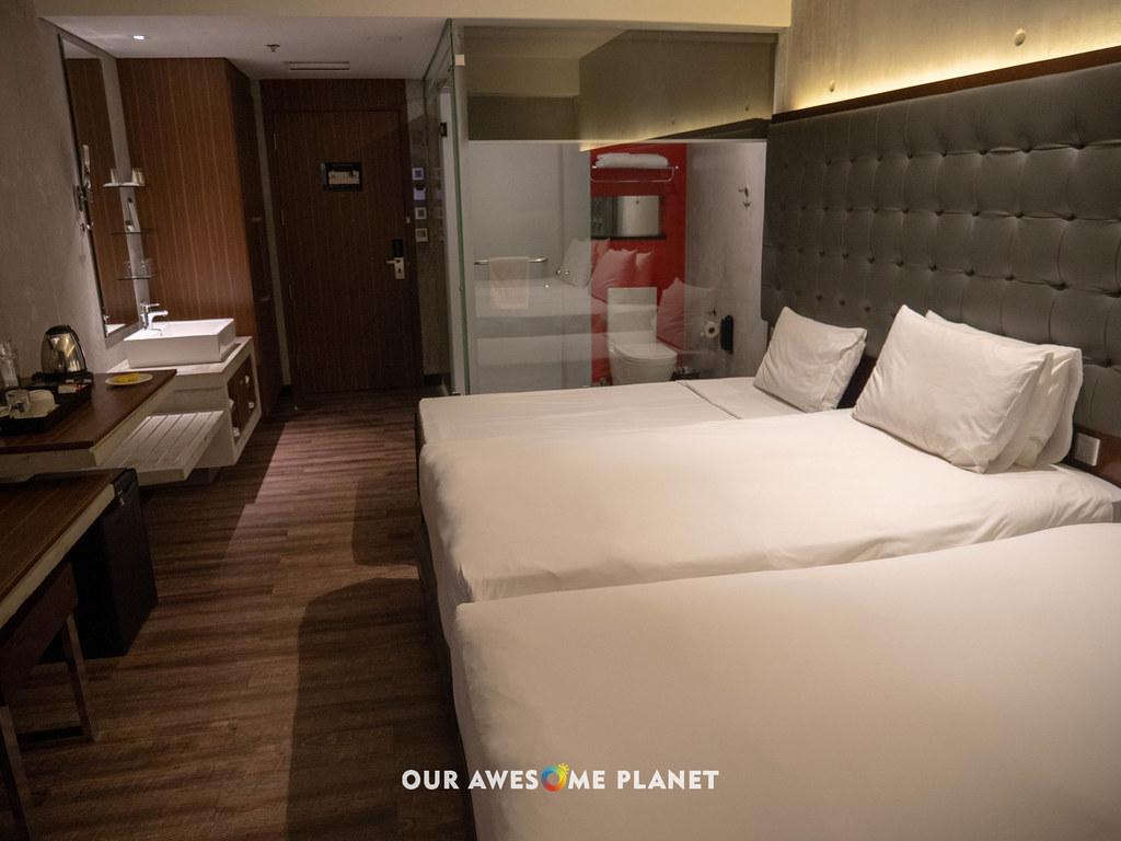 B Hotel Room 802-3.jpg