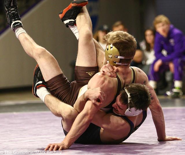 141: Loiue Sanders (MSU) wins a 5-4 decision vs Jordan Biehn (SMSU)   9-6 MSU - 190125mke-0055