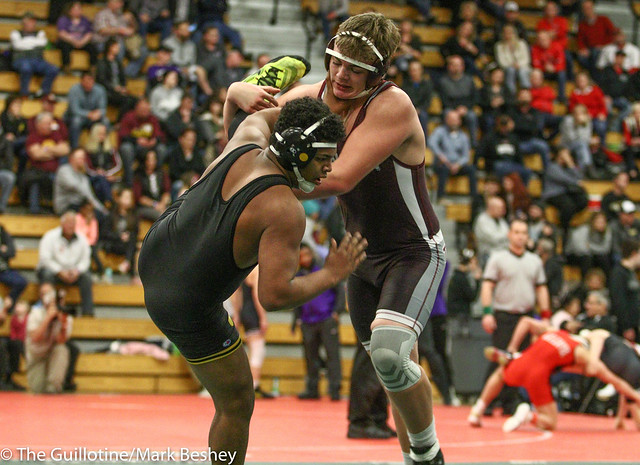 220 - Alonzo Smiley (Glenbard North) over Tyler Nebelung (Anoka) SV-1 9-7 - 180104amkamk0061
