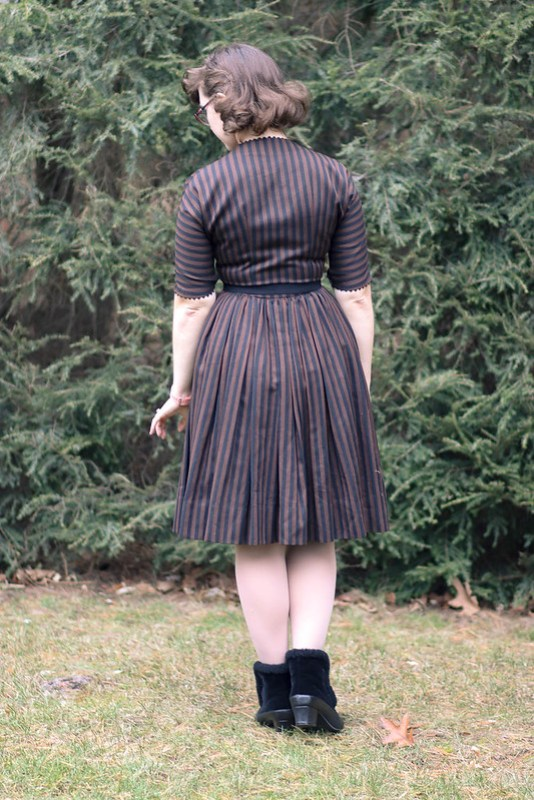 1950s neutral fall outfit