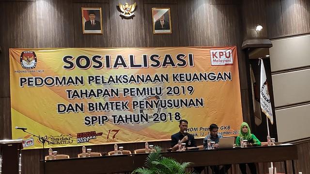 Suasana sosialisasi pedoman pelaksanaan keuangan tahapan pemilu 2019 dan bimtek penyusunan SPIP tahun 2018 di Home Premier Gresik (13/12)