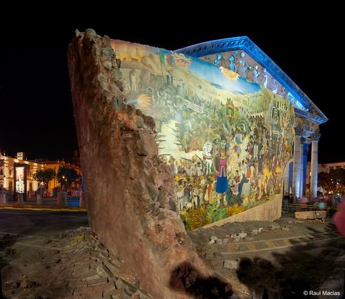 """El Muro, Mural """"caído del cielo"""""""